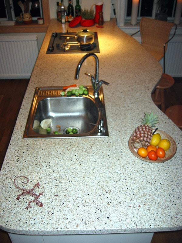 Terrazzo bordplade med vask i køkkenet eller på badeværelset
